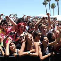 crowd_200
