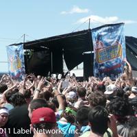 Warped_crowd_200